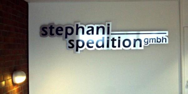 Elegantes Schild der stephani Spedition hergestellt von Grünewald-Werbung