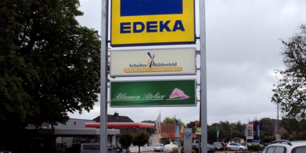Standschild von EDEKA, Schultze Mühlenfeld und Blumen Atelier