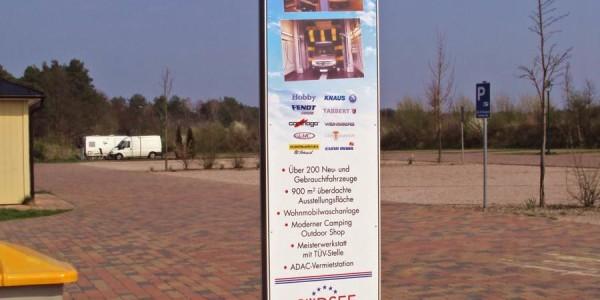 Pylone mit allen wichtigen Informationen zum Caravans Park