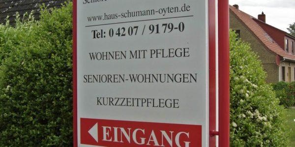 rot weißes Standschild gebaut von Grünewald-Werbung