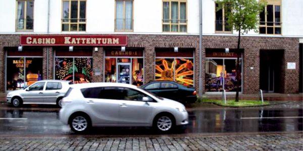 Bunte und auffällige Fensterwerbung von Grünewald Werbung aus Bremen