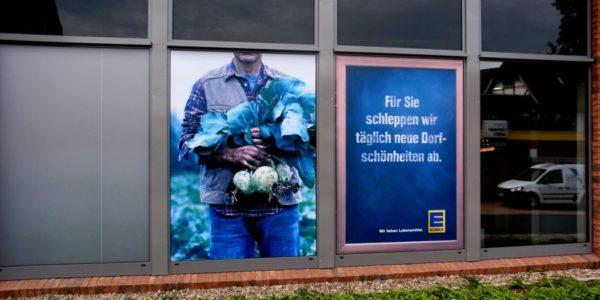 Fensterwerbung des EDEKAs von Grünewald Werbung