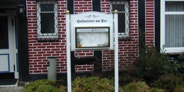 Standschild mit Schaukasten in Bremen