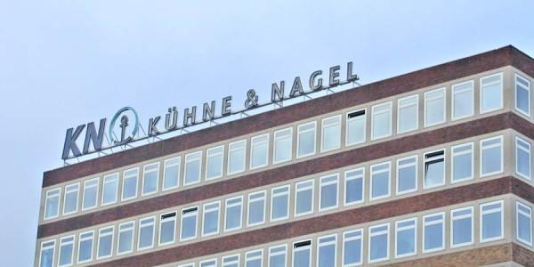 Buchstabenwerbung hoch über Bremen aufgestellt von Grünewald-Werbung