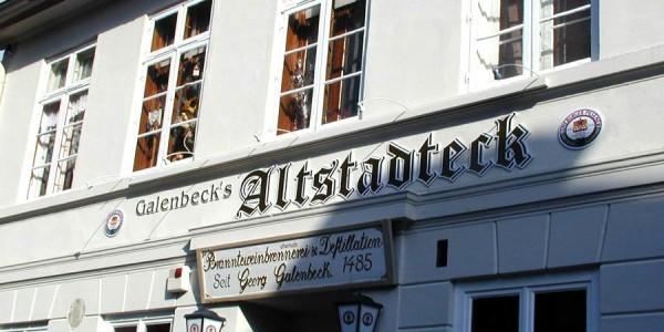 Buchstaben mit unauffälliger direkter Beleuchtung von Grünewald-Werbung