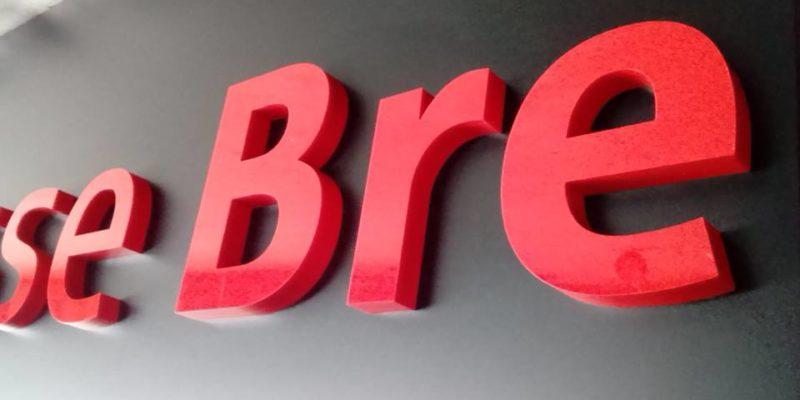 neue Fräsbuchstaben auf Alu-Kassetten von Grünewald Werbung