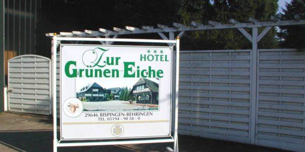 Standschild des Holtes zur Grünen Eiche gefertig von Grünewald-Werbung.